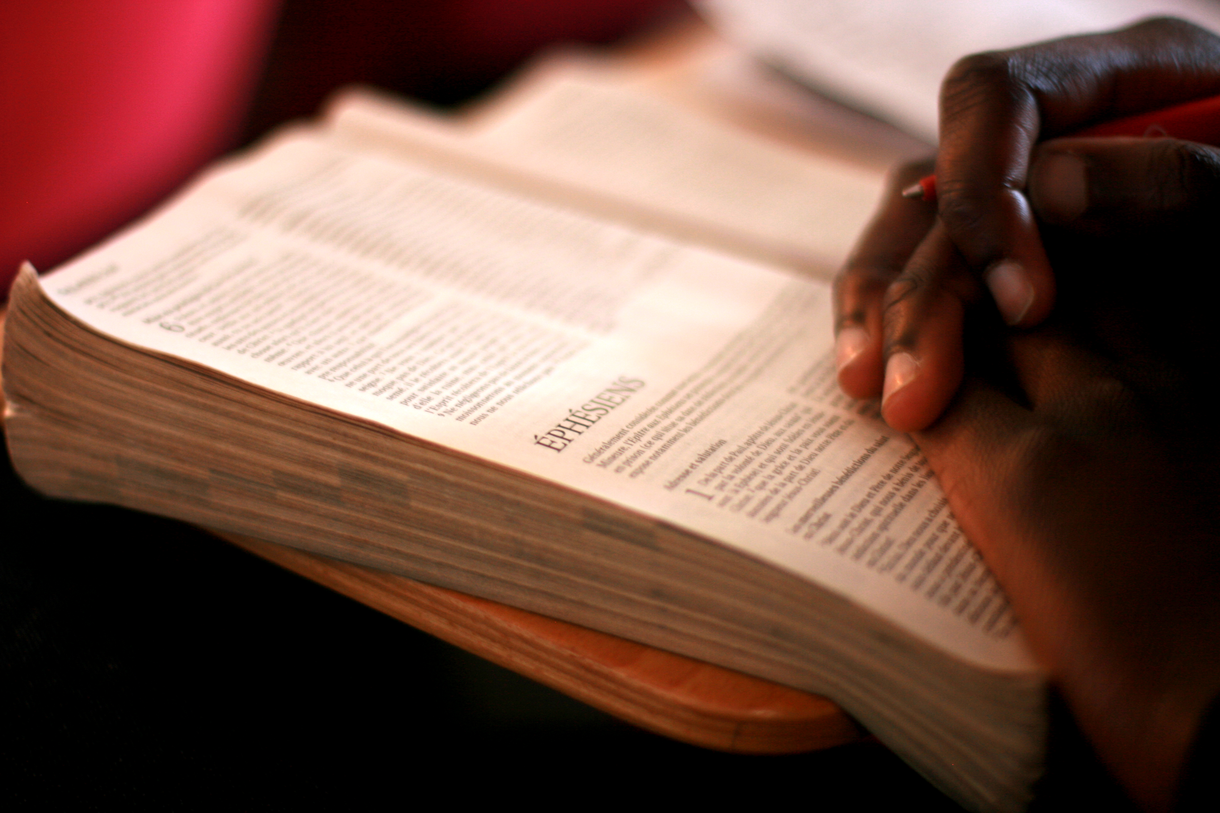 Photographie d'une Bible ouverte